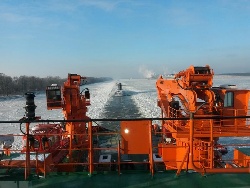 Буксировка подводной лодки спасательным судном «Карев»