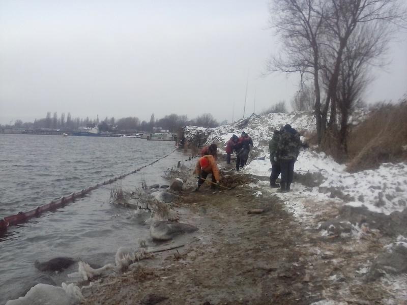 Операция по ликвидации разлива нефтепродуктов в морском порту Калининград