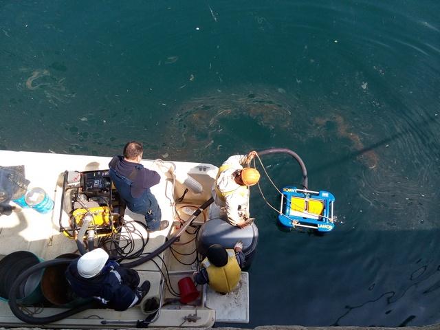 Операция по ликвидации загрязнения нефтепродуктами на акватории морского терминала Славянка порта Посьет.