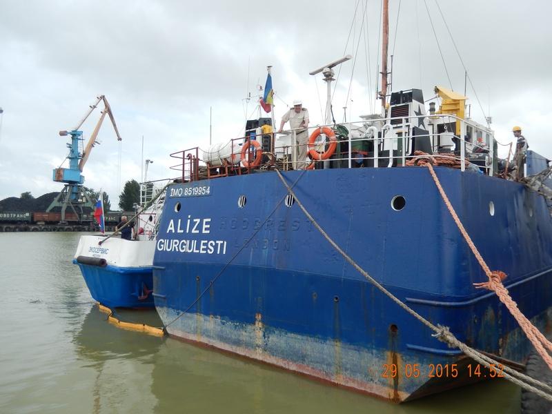 Операция по ликвидации загрязнения нефтепродуктами на акватории морского порта Ейск.