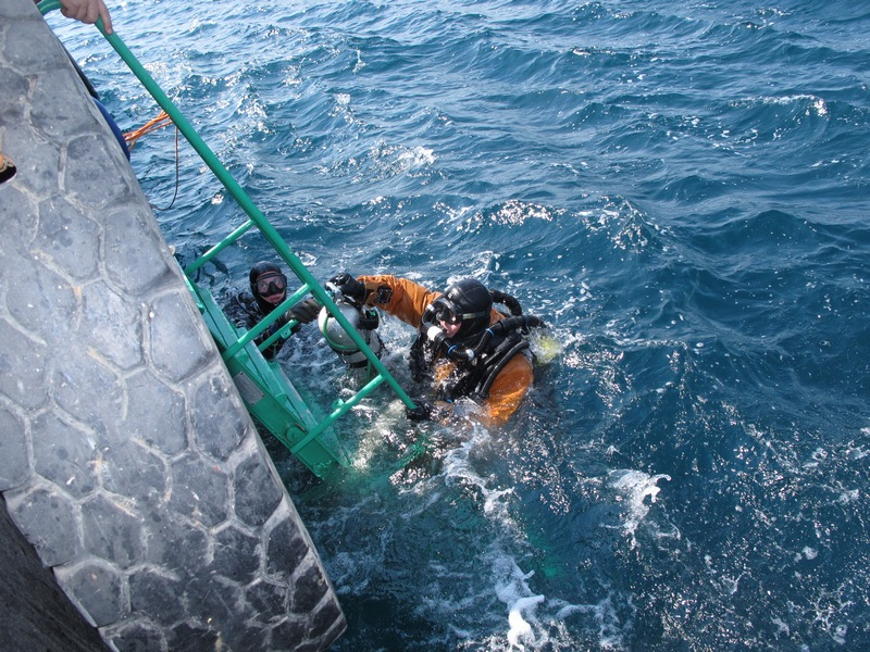 Работы по поиску и подъему пропавших дайверов в акватории  морского порта Новороссийск
