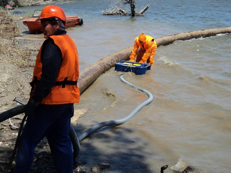 Операция по ликвидации загрязнения нефтепродуктами в акватории Волго-Каспийского морского судоходного канала.