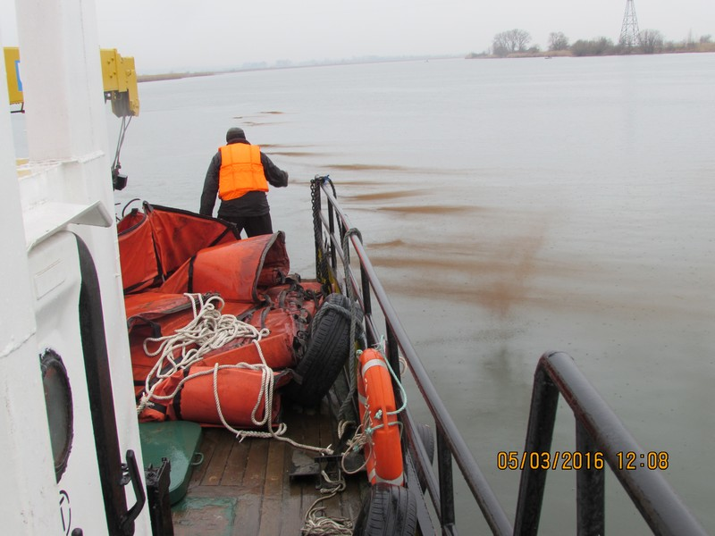 Операция по ликвидации загрязнения нефтепродуктами в порту Азов