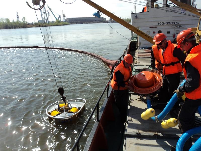 Учение в акватории морского порта Астрахань и Оля.