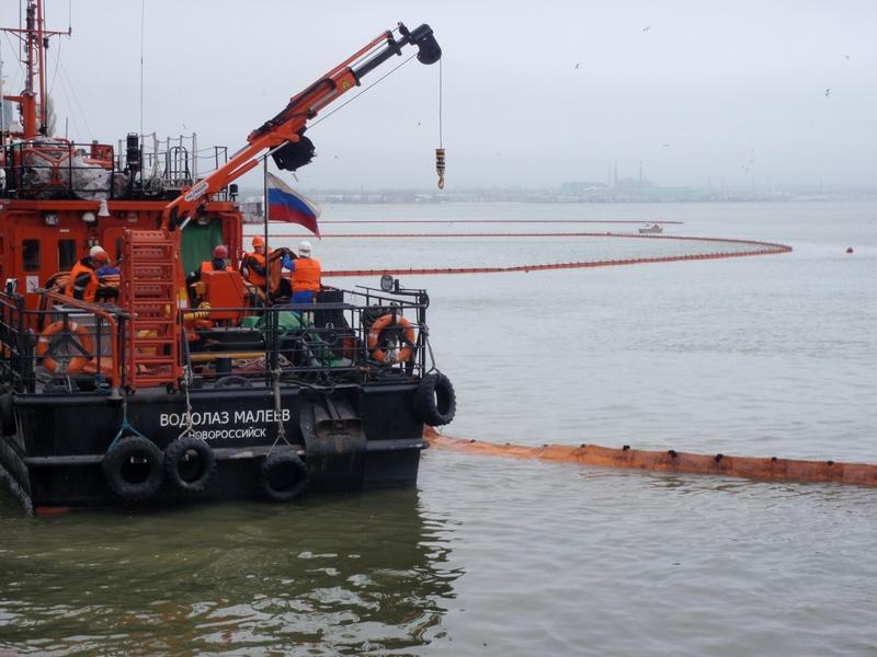 На внутренней акватории морского порта Таганрог проведено комплексное учение
