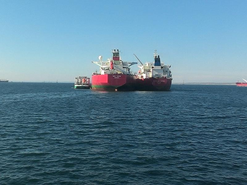 Операция по ликвидации загрязнения нефтепродуктами в порту Кавказ.