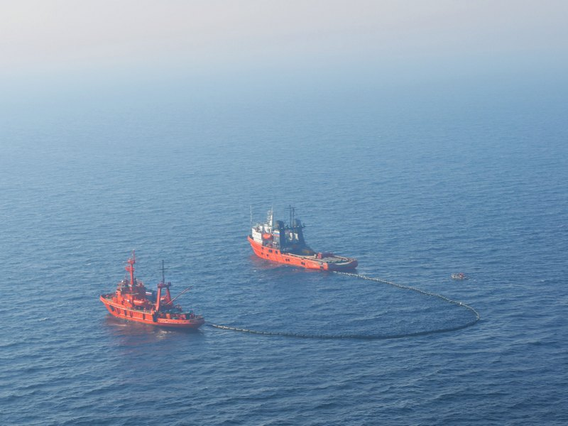 На акватории Балтийского моря проведено учение по отработке вопросов локализации и ликвидации разлива нефти и нефтепродуктов в районе СПБУ «Арктическая