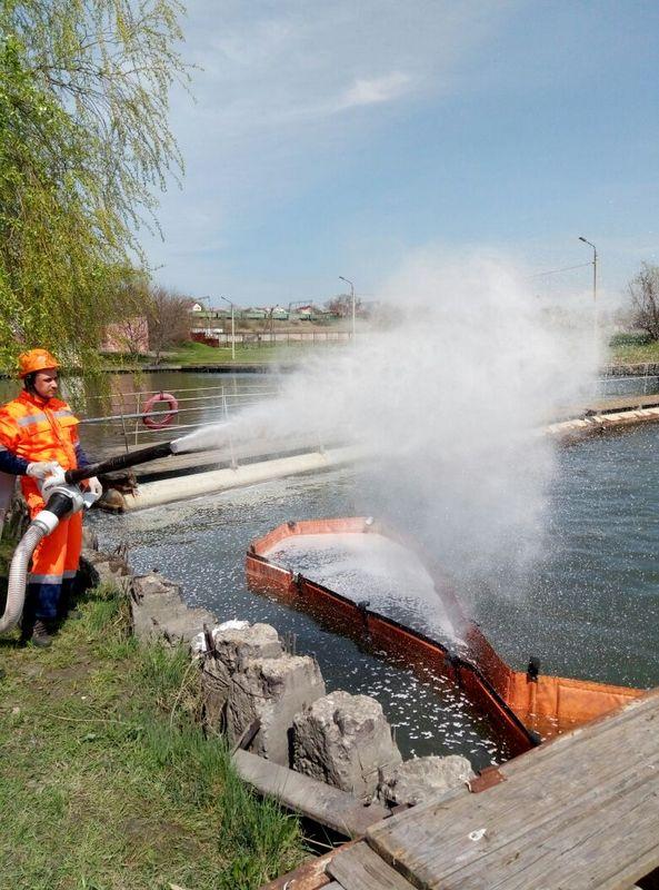 Ликвидация разлива нефтепродуктов у правого берега реки Дон, в районе верхнего входа в Нахичеванскую бухту