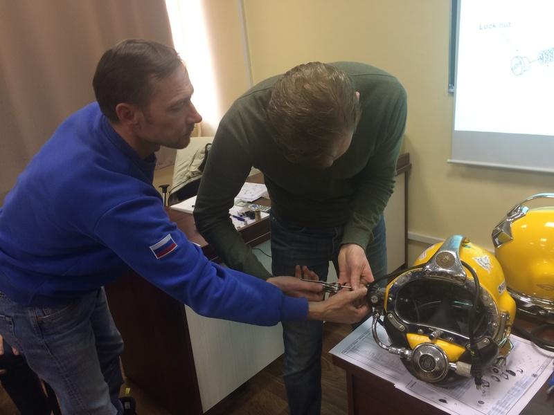 Специалистами водолазной службы успешно завершён курс по обслуживанию водолазных шлемов