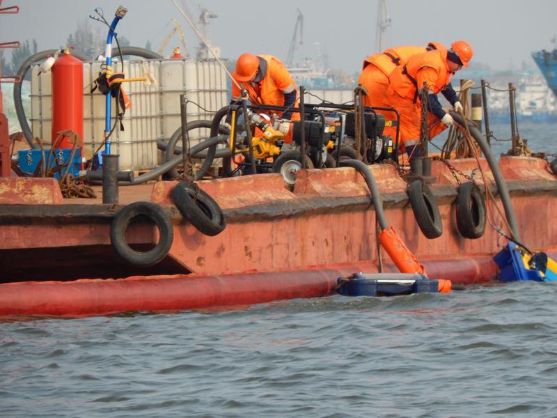 Ликвидации загрязнения  на акватории порта Астрахань