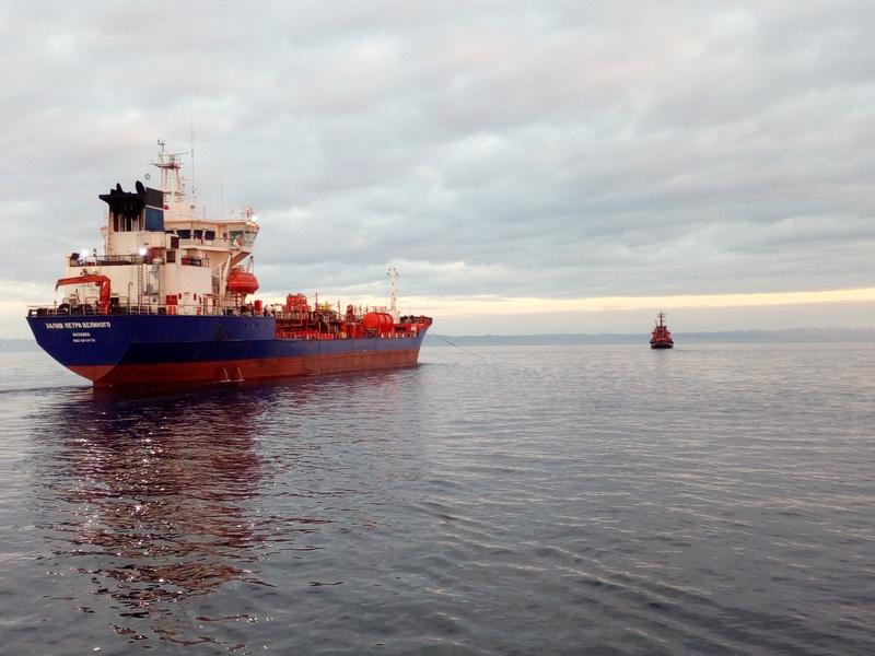 Буксировка судна «Залив Петра Великого»
