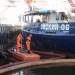 Ликвидация разлива нефти на акватории морского порта Астрахань