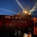 Суда и катера Морспасслужбы осветили небо «Лучами Победы»